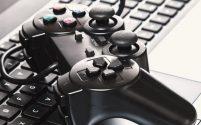 จอยสติ๊ก หรือจอยบังคับสำหรับไว้เล่นเกม และช่วยให้เล่นเกมได้ง่ายยิ่งขึ้น